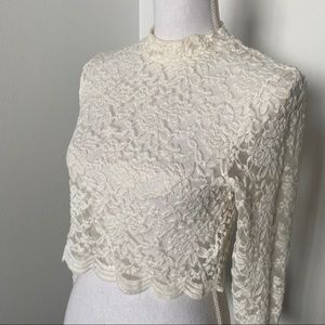 💛 Divided Off White Lace Crop Top